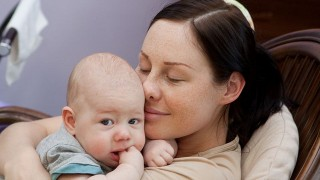 あやし方 のヒント~新生児から生後3カ月の赤ちゃんを抱っこであやす6つの方法